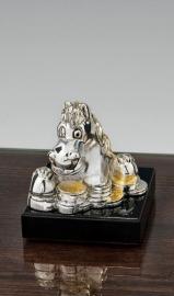 """Статуэтка """"Серебряная голова лошади с монетами на черной основе"""""""