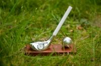 """Статуэтка """"Клюшка для гольфа с часами и мячом на подставке"""""""